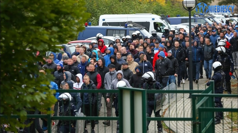 Kibice Ruchu pod stadionem Gwarka Tarnowskie Góry 08 10 2019 r
