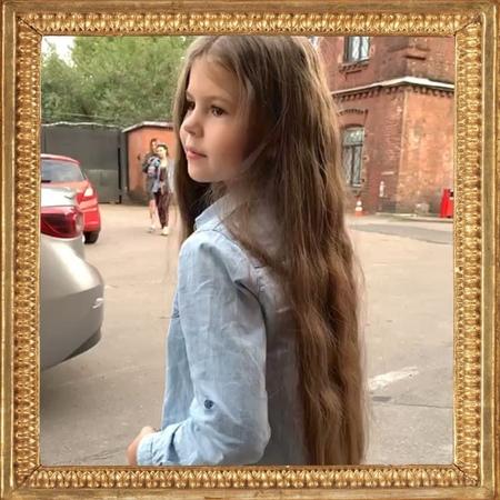 """Музыченко Юрий on Instagram Эта девочка каждый день улыбается а значит мы с @anna muzichenko делаем всё правильно музыченко аннасерговна лизапук семья"""""""