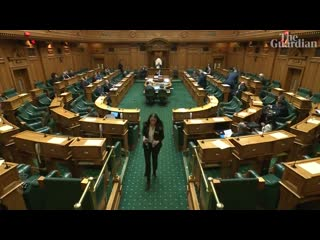 New zealand speaker feeds mp's baby during parliament debate (1)