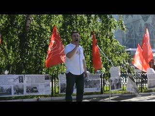 Депутат Николай Бондаренко читает стихотворение Владимира Лифшица Квадраты