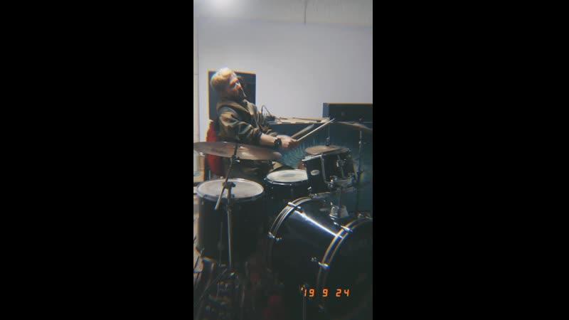 Андрей радостно приглашает на PAZL 28 сентября и барабанит изо всех сил