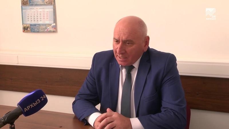 Представители сразу шести федеральных ведомств консультируют людей в Управлении Росреестра по КЧР