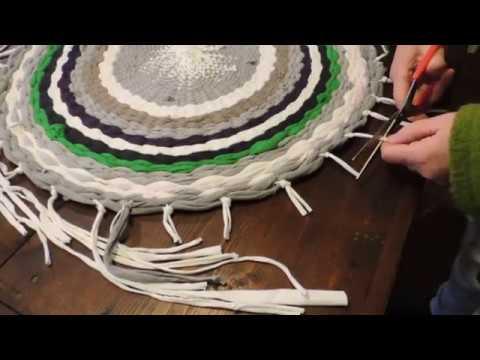 Come fare un tappetino con un hula hoop e delle vecchie magliette