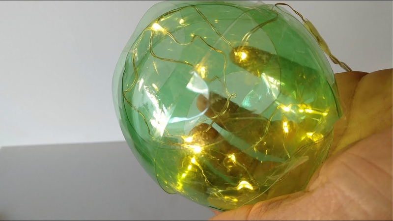 Garrafas PET viram Bola de Natal do lixo ao luxo