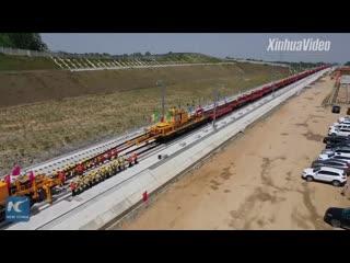 Вот как укладывают рельсы на новой ВСЖД в восточном Китае!