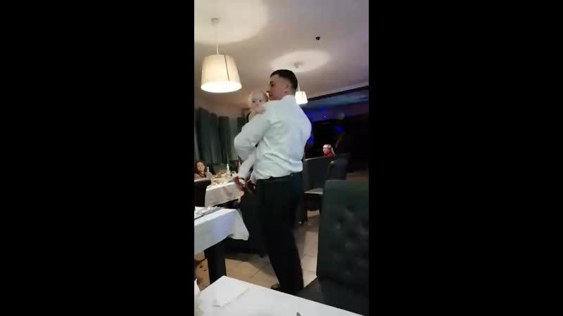 Танец папы с дочкой😍😍😍