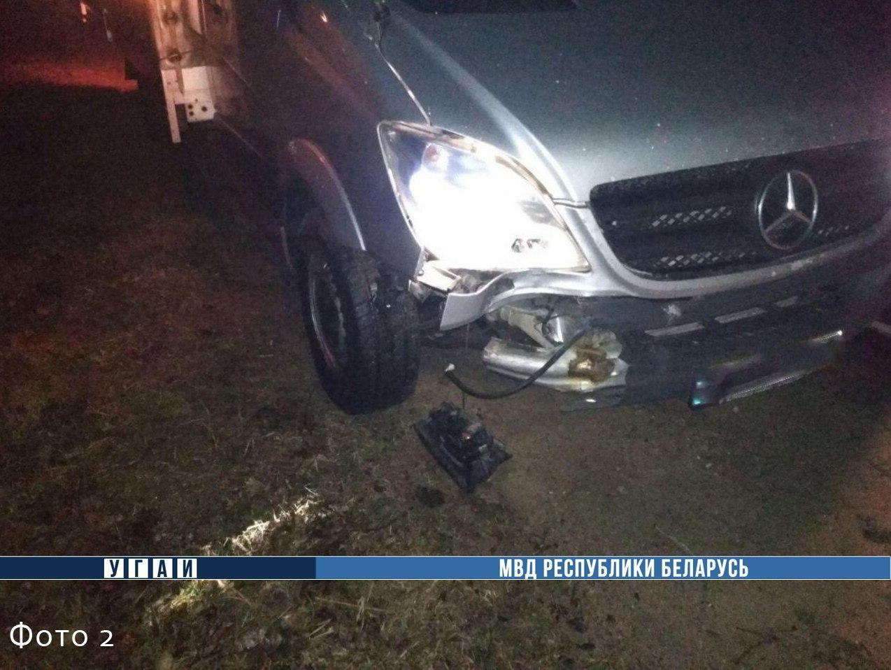 В Пружанском районе насмерть сбили парня, который сидел на дороге
