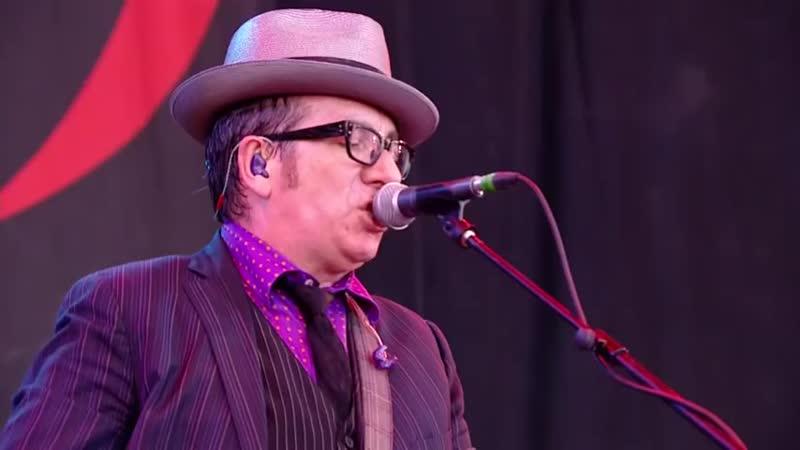 Elvis Costello Oliver's Army Glastonbury 2013 kgR19WW3NOE