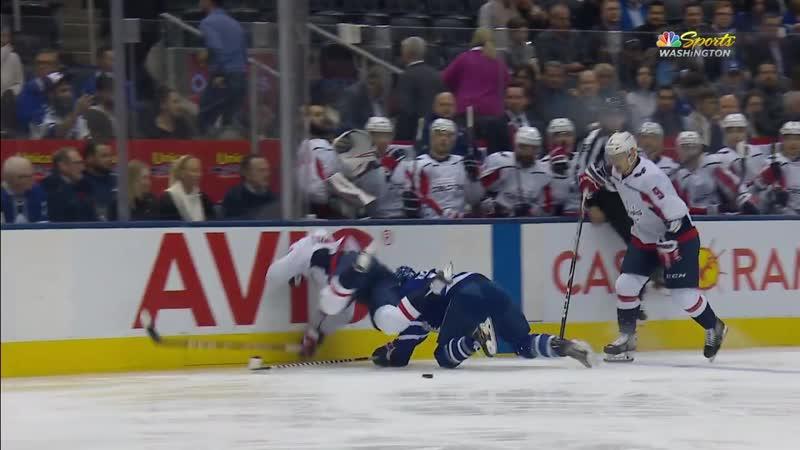 Евгений Кузнецов и попытка сделать силовой прием. Травмы удалось избежать, вернулся в игру. НХЛ | Хоккей