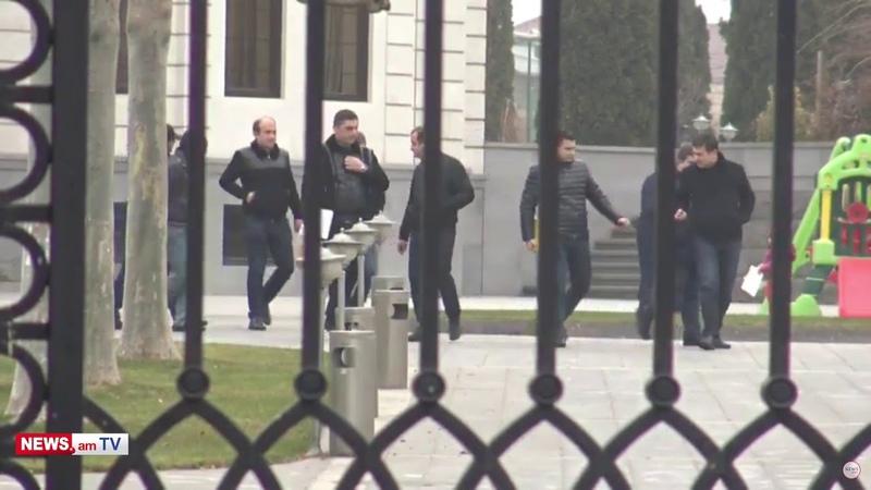 Ռուբեն Հայրապետյանի տան խուզարկությունն ավարտվեց հատուկջոկատայինները հեռացան