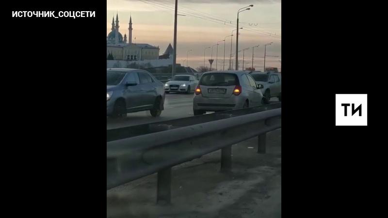 Из за двух ДТП движение по Ленинской дамбе в центр Казани практически парализовано