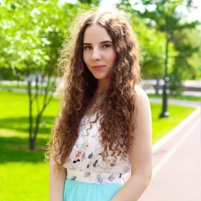 Вика Баженова
