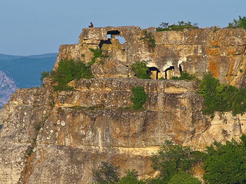 Мангуп Кале - крупнейший пещерный город Крыма, изображение №3