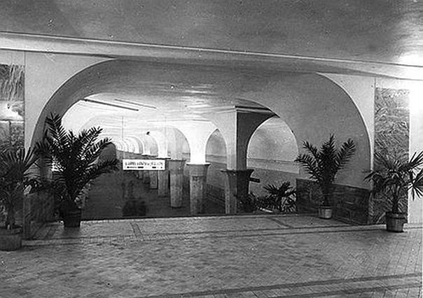 Египетские пальмы в метро, 1937 год.