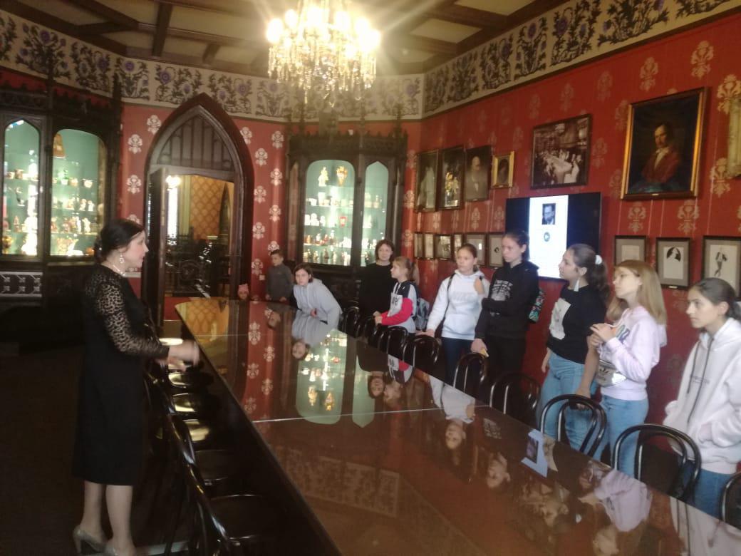 Учащиеся детской школы искусств в Кузьминках посетили музей имени Бахрушина