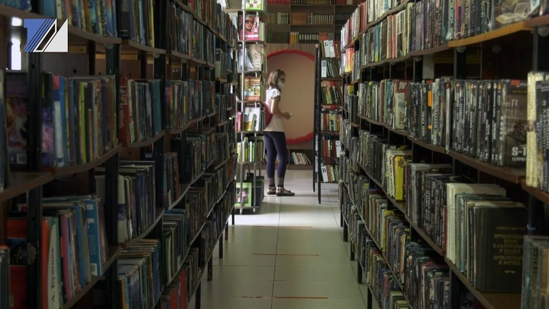 Библиотекари встречают первых посетителей