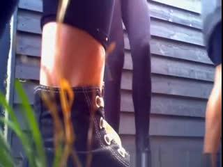 Скрытая камера.девочки малолетки писяют и показывают голые писи.chicks caught pissing in public places