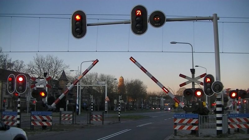 Spoorwegovergang Zwolle Dutch railroad crossing