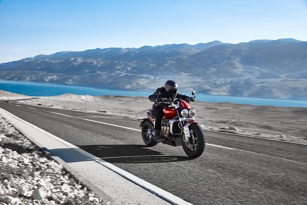 Triumph Rocket 3 ускоряется быстрее ожидаемого