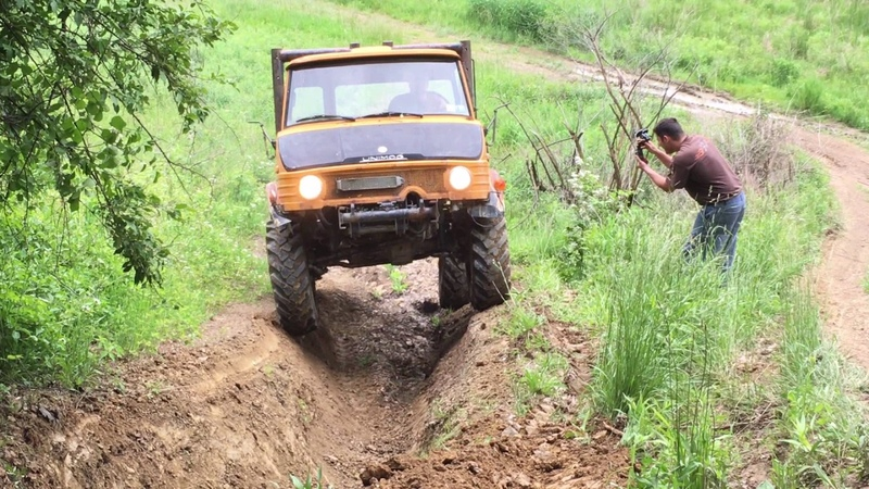 Unimog trying to straddle the RUT