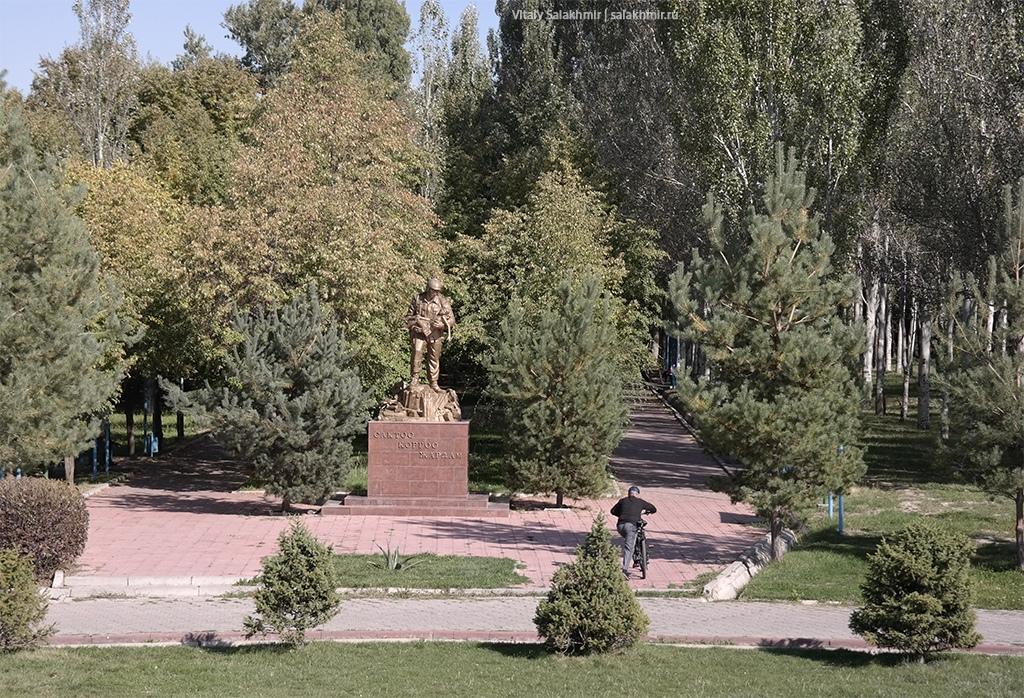 Памятник в Парке Победы, Бишкек 2019