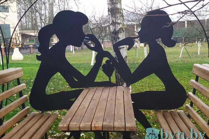 Посмотрите на экспонаты музея металлических фигур «Брествторчермета»