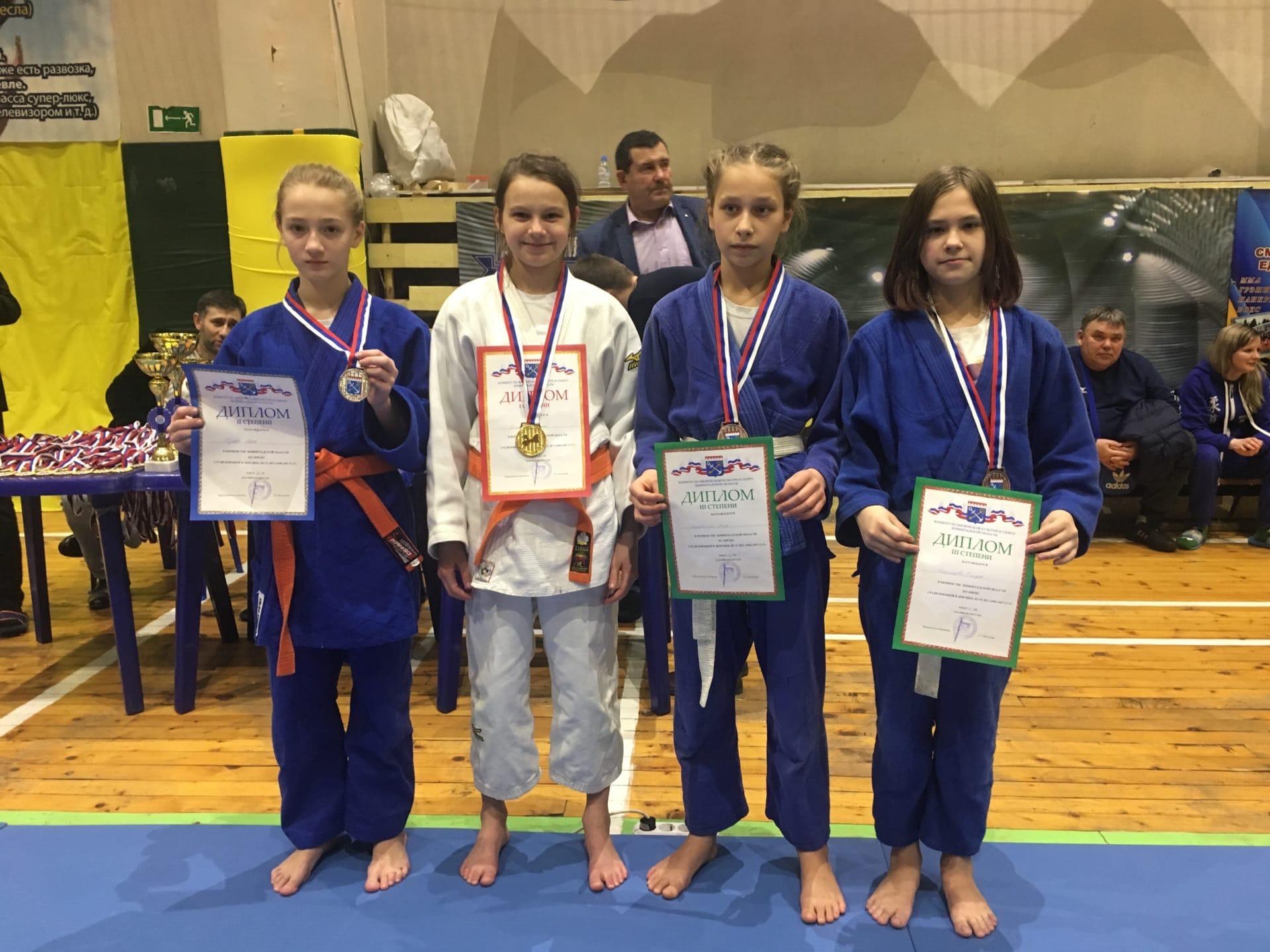 Поздравляем ученицу 5 класса Амину Ахметову! Мама, Ирена Арамовна- тренер! Новых успехов в спорте!