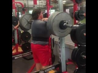 16-ти летний паренек с невероятным фронтальным приседом  272 кг