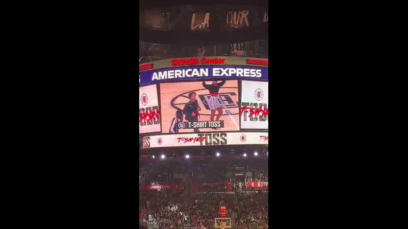 Tossing t-shirts at nba, la clippers