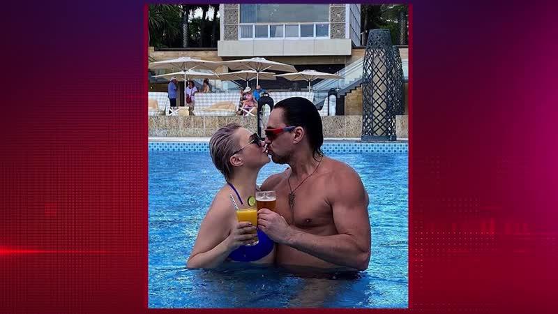 Катя Лель показала мускулистого мужа на отдыхе