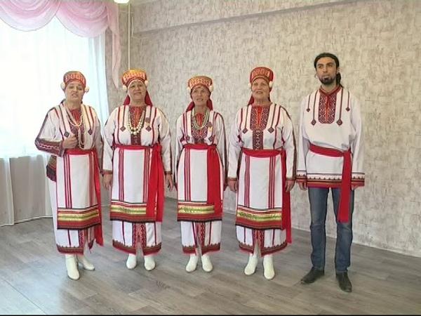 Мордовский народный вокальный ансамбль Эрзяночка Мезекс чизэ