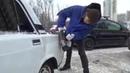 Москвич, чтобы припарковаться, болгаркой отрезал кусок кузова у чужих жигулей