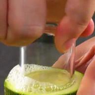 id_38264 Фаршированные цукини 🍴  Для цукини:  Небольшие цукини — 5–6 шт. Фарш — 600 г Пармезан — 60 г Измельченная петрушка — 1 ст. л. Белый хлеб — 1 ломтик Соль — по вкусу Перец — по вкусу Мускатный орех Яйцо — 1 шт.  Для соуса:  Сливочное масло — 5 ст. л. Небольшая луковица — 1 шт. Мука — 3 ст. л. Молоко — 480 мл Соль — по вкусу Перец — по вкусу  Для сырной корочки:  Тертый пармезан — 60 г Панировочные сухари — 60 г  Автор: Вкусное Дело  #gif@bon