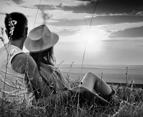 Давай о хорошем. Ты любишь мультфильмы Конфеты Ходить босиком Валяться в сугробах, звонить на мобильный, Целую шепнуть перед сном А небо А звезды А ветер летящий А солнца лучи за окном А