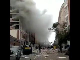 По предварительным данным, дом в центре Мадрида мог взорваться из-за газа. При взрыве пострадало шесть человек, один из них в
