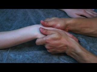 Как делать массаж рук _ Фрагмент онлайн курса Домашний массажист