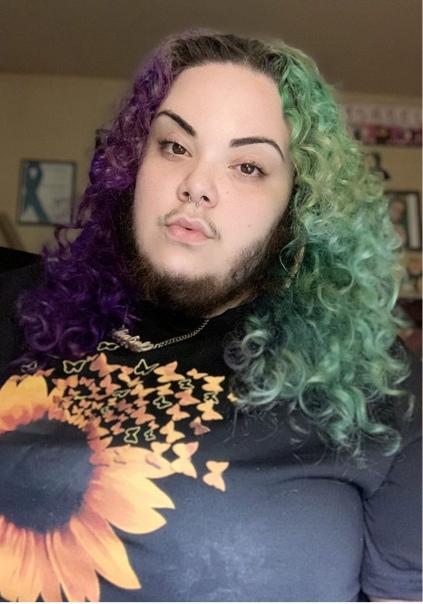 Девушка решила принять себя такой, какая есть, и отрастила шикарную бороду Сама она говорит, что во всем виноват поликистоз яичников, из-за которого с 16 лет у нее растет
