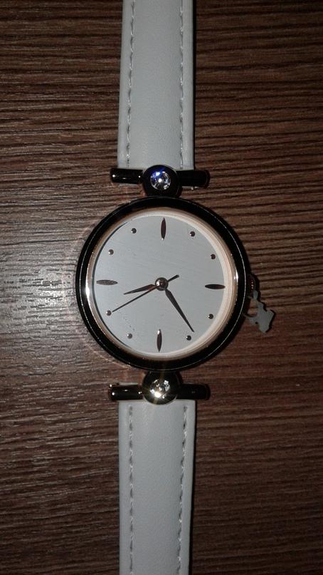 продам новые механические белые часы со | Объявления Орска и Новотроицка №13710