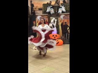 """Ресторан «Птичка певчая». ТРЦ """"Columbus"""". На танцевальной вечеринке «Бал призраков». Цыганский танец. ."""