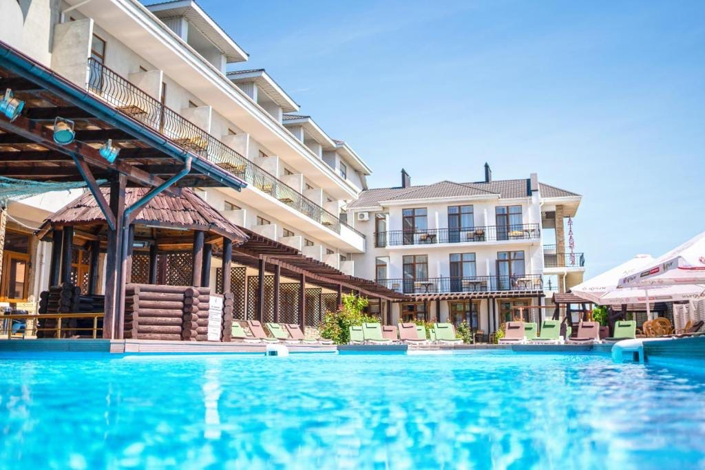 Отзыв о поездке в отель Атлантик 3*. Крым, Феодосия, июль 2021