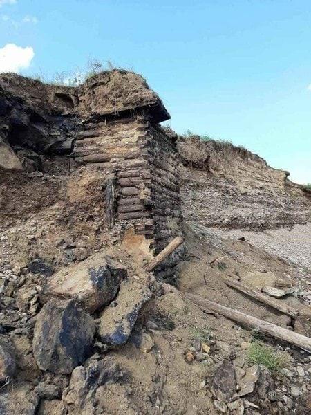 Старинное здание в горе обнаружили в селе Зюльзя п...