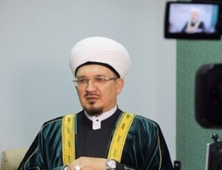 Член президиума Совета муфтиев России, муфтий Саратовской области Мукаддас хазрат БИБАРСОВ поздравил мусульман с праздником Ураза-Байрам