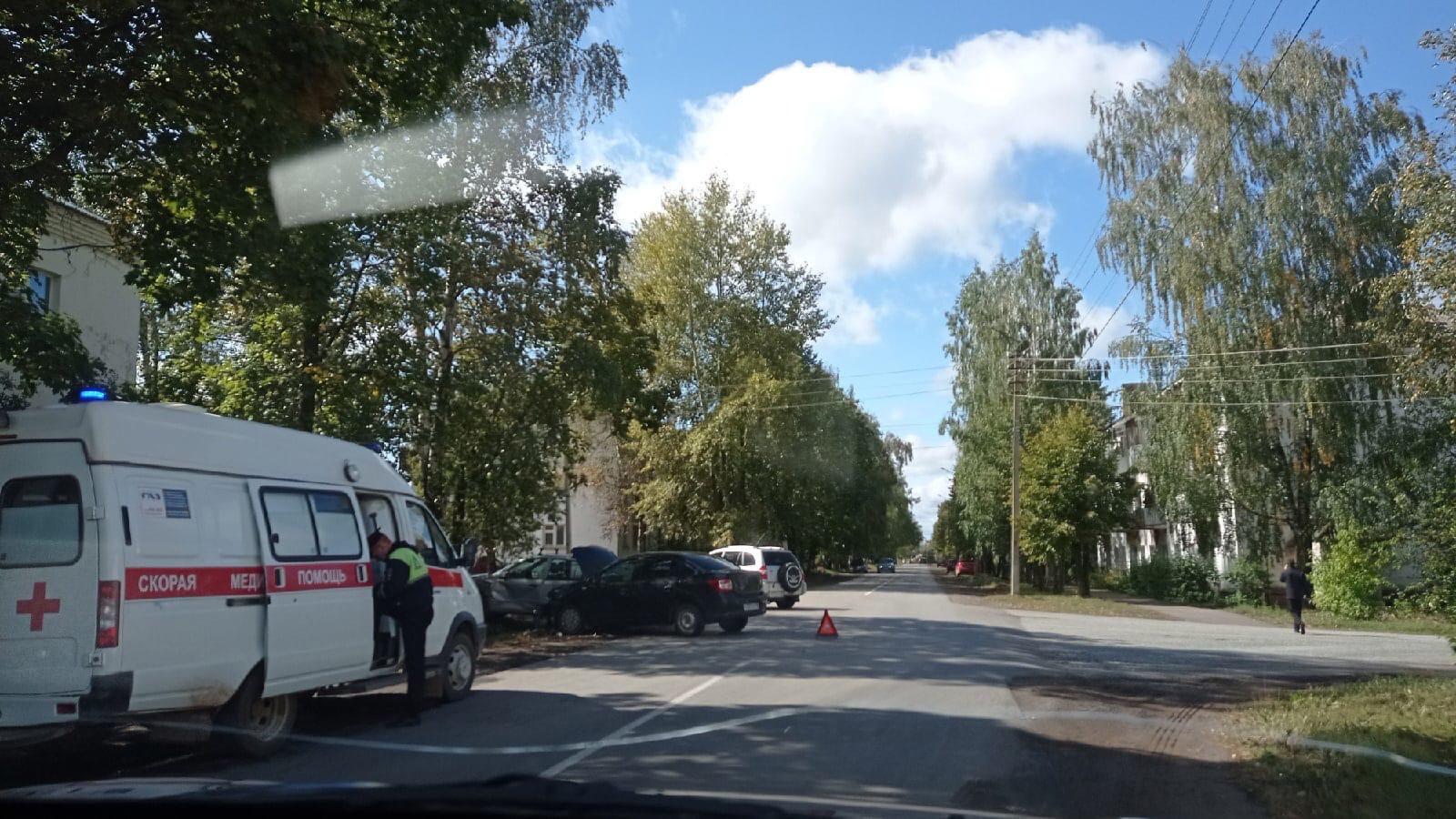 #ОтПодписчикаДТП на перекрёстке улиц Труда и Азина.