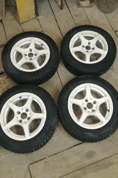 Продам колеса в сборе на белых литых дисках р14 4*...