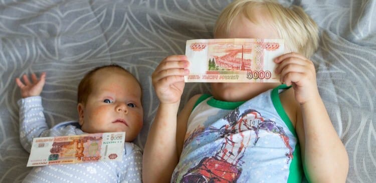 Родители российских школьников сегодня начнут получать приглашения
