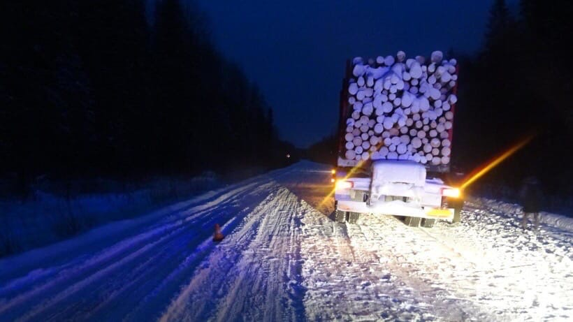 В Коношском районе «Шевроле» сбил водителя грузовика