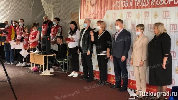 В Новочеркасске вручили значки ГТО преподавателям школ, в...