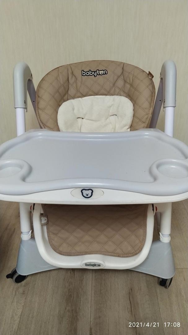 Универсальный стульчик для кормления Babyton - компактный и мобильный. Благодаря...