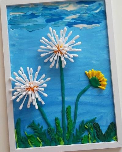 Красивая идея весенней поделки Используем: пластилин, ватные палочки, краски