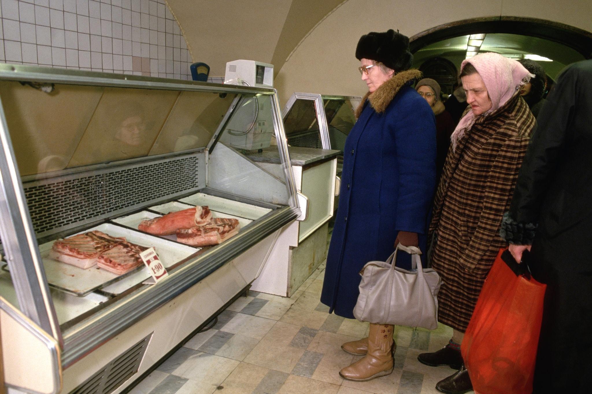 Ленинград. Мясной отдел на Невском 54, 1990 г.